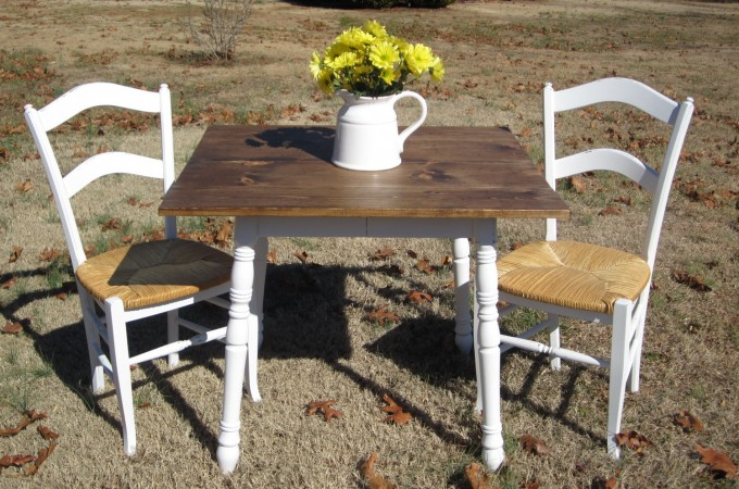 Thrifted Farmhouse Table and Chairs by Simply Country Life via Prodigal Pieces. www.prodigalpieces.com #prodigalpieces
