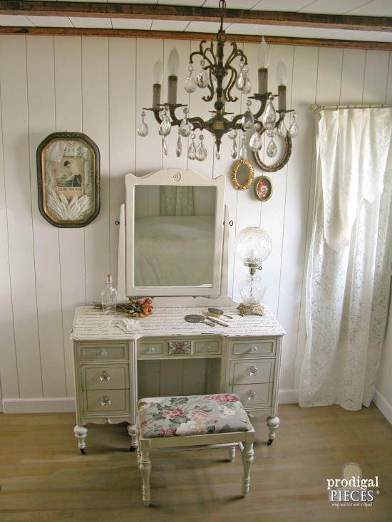 Antique Vanity in Farmhouse Style Bedroom | Prodigal Pieces | www.prodigalpieces.com