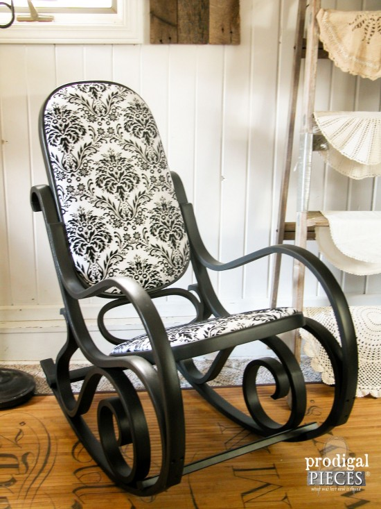 Seems you can find these Bentwood rocking chairs unwanted everywhere. You'll want to snag one up the next time you see it since who knew this curbside find could look so good? by Prodigal Pieces www.prodigalpieces.com #prodigalpieces