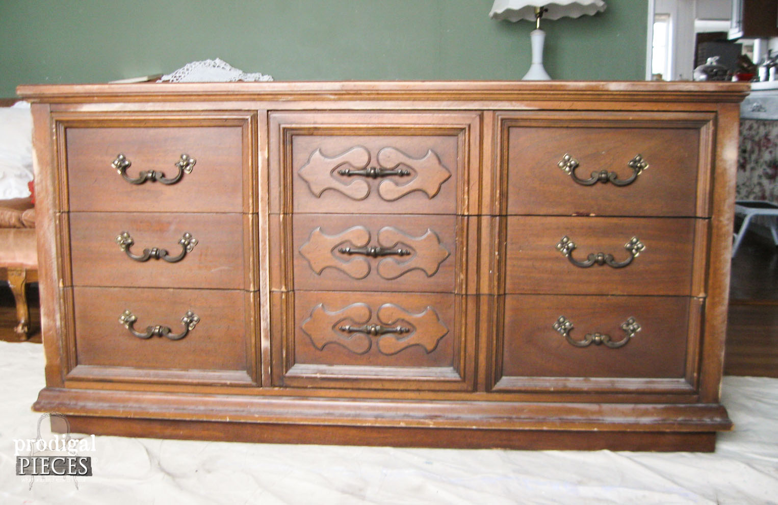 Updating and Outdated Dresser | Prodigal Pieces | www.prodigalpieces.com