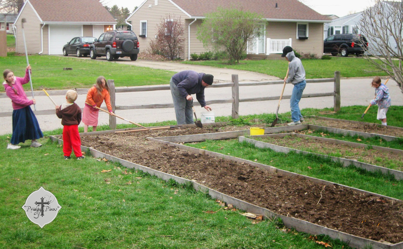 Front Yard City Raised Beds Garden via www.prodigalpieces.com