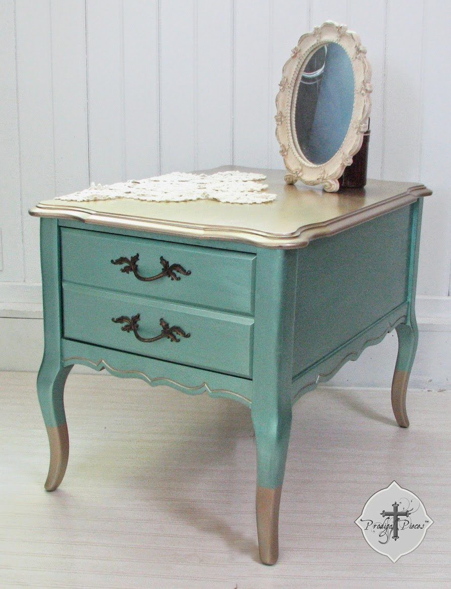 Vintage Bassett End Table by Larissa of Prodigal Pieces | prodigalpieces.com