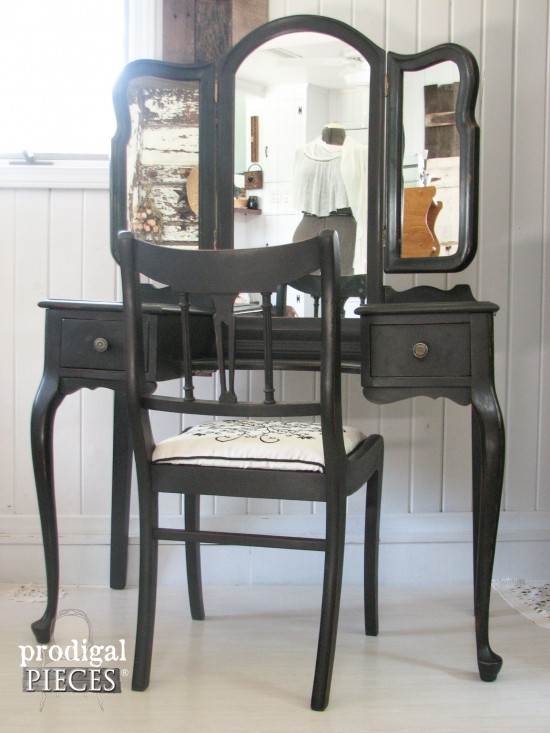 queen-anne-dressing-table
