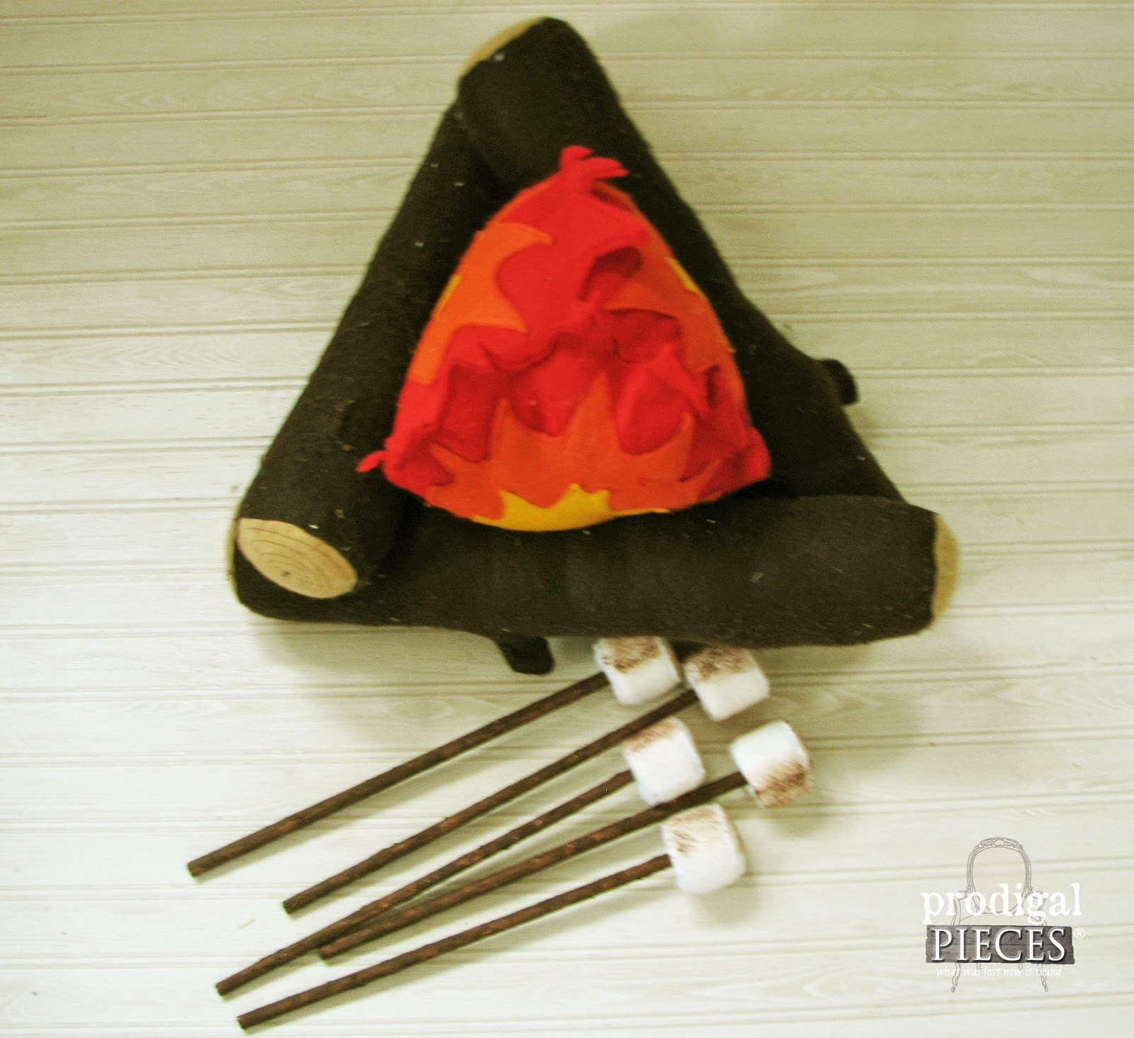 Handmade Holidays: Felt Campfire with Marshmallows Pretend Play Set by Prodigal Pieces www.prodigalpieces.com #prodigalpieces