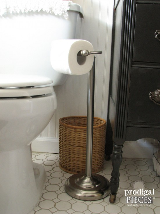 Budget-Friendly DIY Farmhouse Style Bathroom Makeover by Prodigal Pieces www.prodigalpieces.com #prodigalpieces