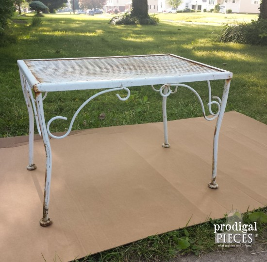 With a can of spray paint, you can update those flea market finds in no time. By Prodigal Pieces www.prodigalpieces.com #prodigalpieces