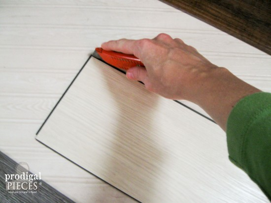 Create a faux barn wood wall quilt using laminate flooring with this easy DIY tutorial by Prodigal Pieces. www.prodigalpieces.com #prodigalpieces