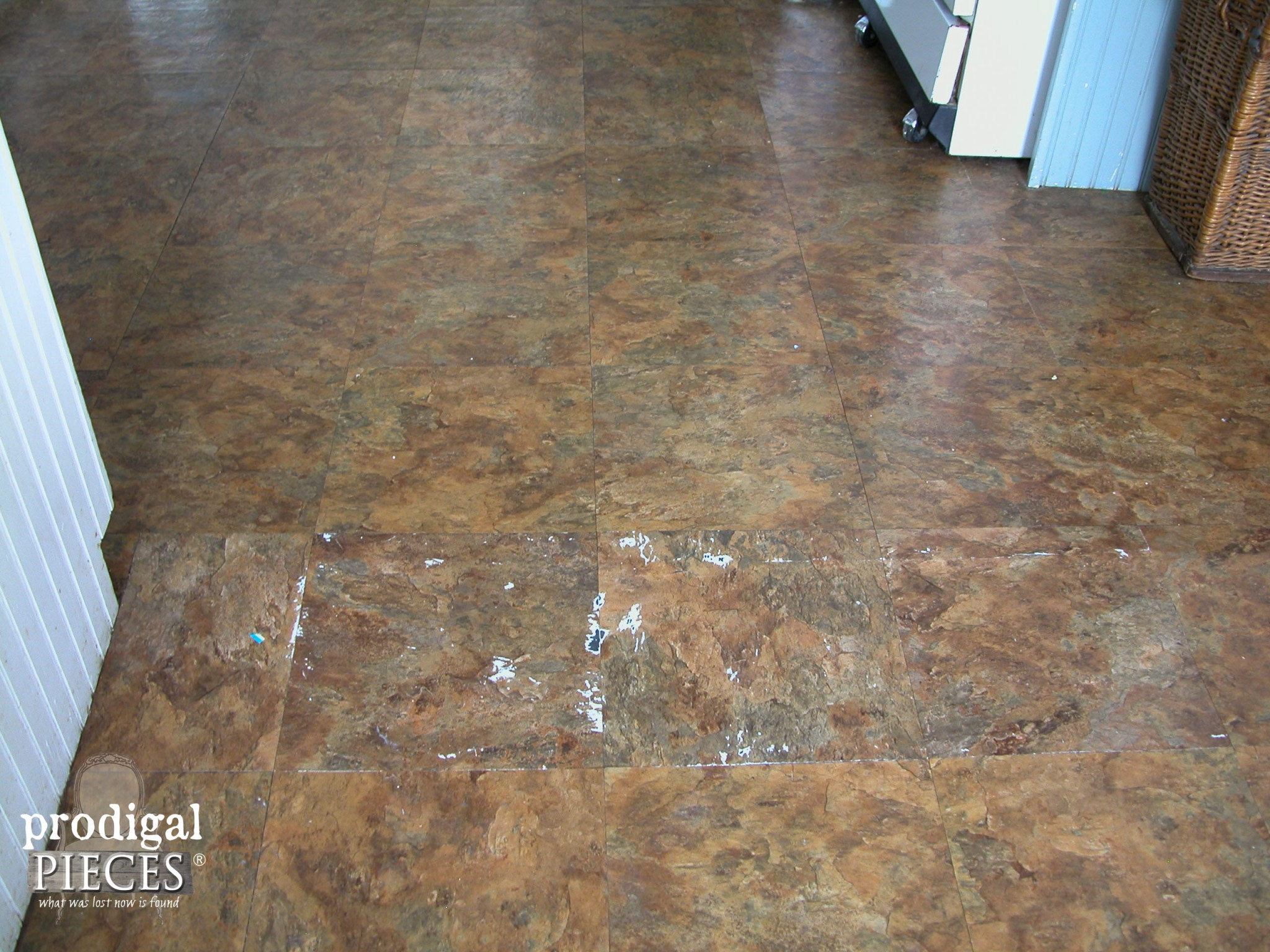 Worn Out Vinyl Flooring by Prodigal Pieces | www.prodigalpieces.com
